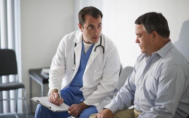 Мужчина у доктора