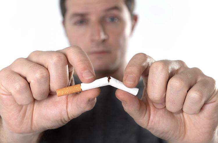 Мужчина против курения