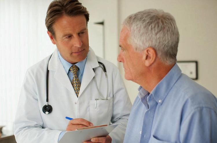Мужчина с доктором