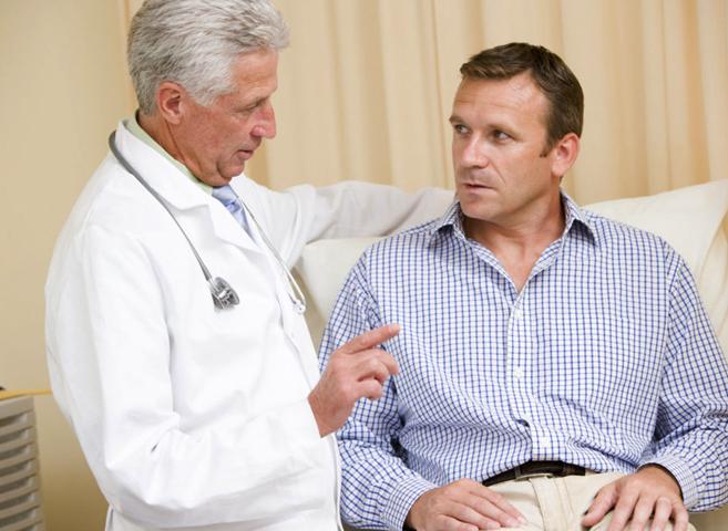 Уролог с пациентом